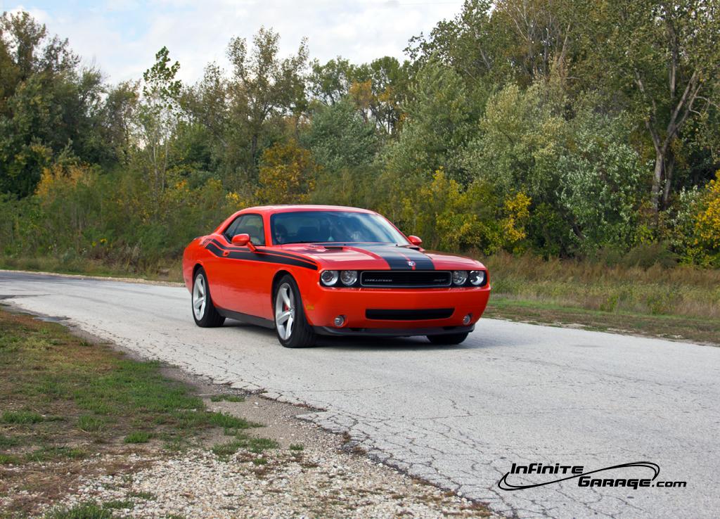 Challenger-SRT-8-driving