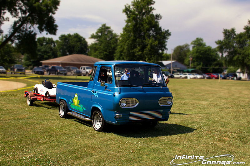 Ford-Econoline-pick-up-truck