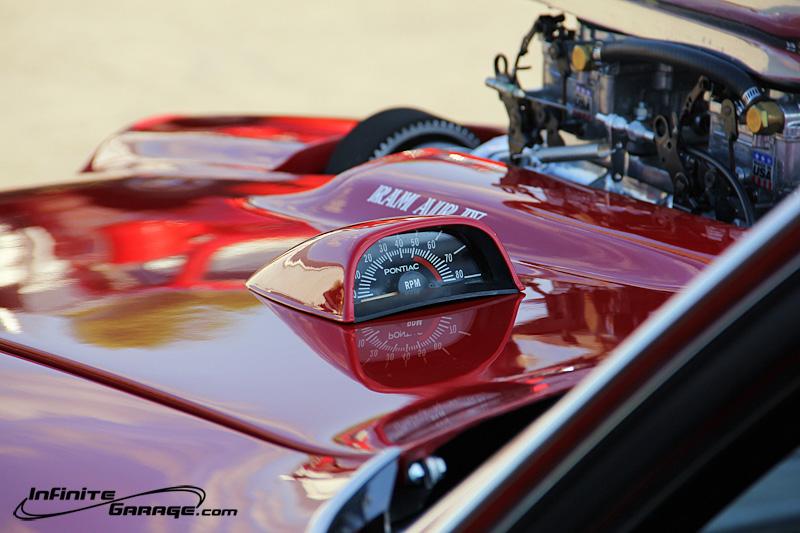 Pontiac-GTO-Judge-hood-tach