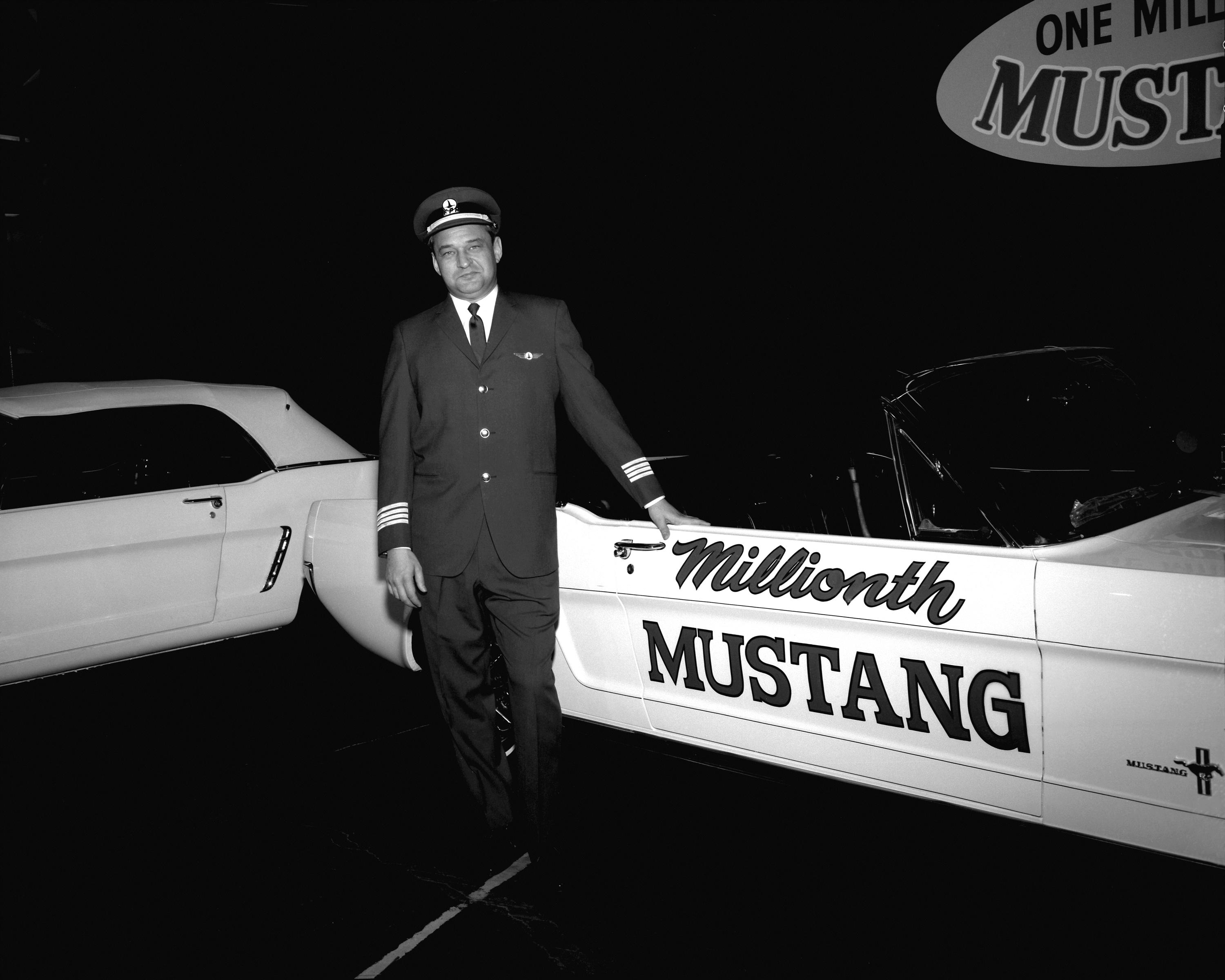 167909_6_1966_Ford_Mustang_conv_Millionth_Mustang_neg_147061-002