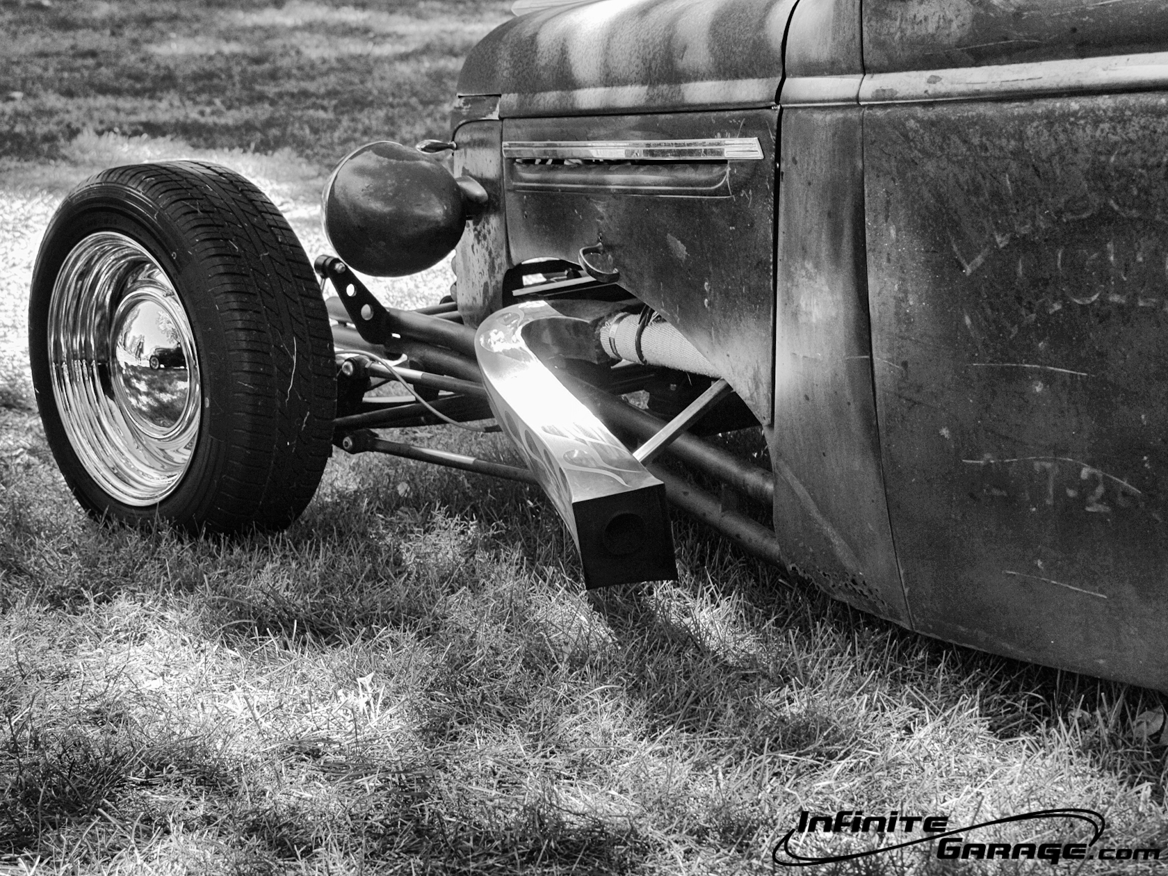black and white hot rod 1680