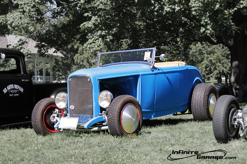 blue-ford-with-moon-discs