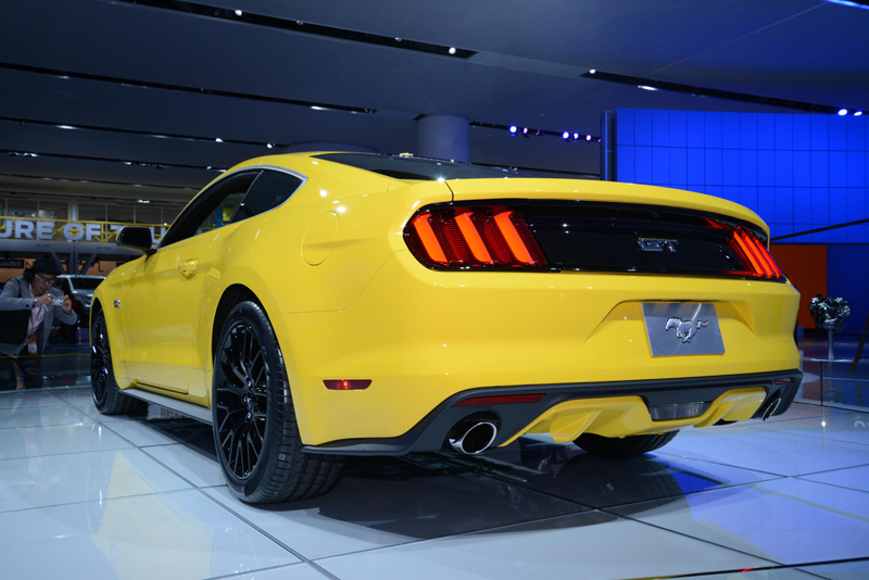 2015-Mustang-Yellow-rear-end