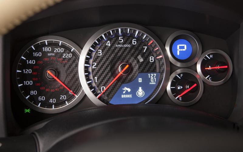 Nissan-GT-R-gauge-cluster