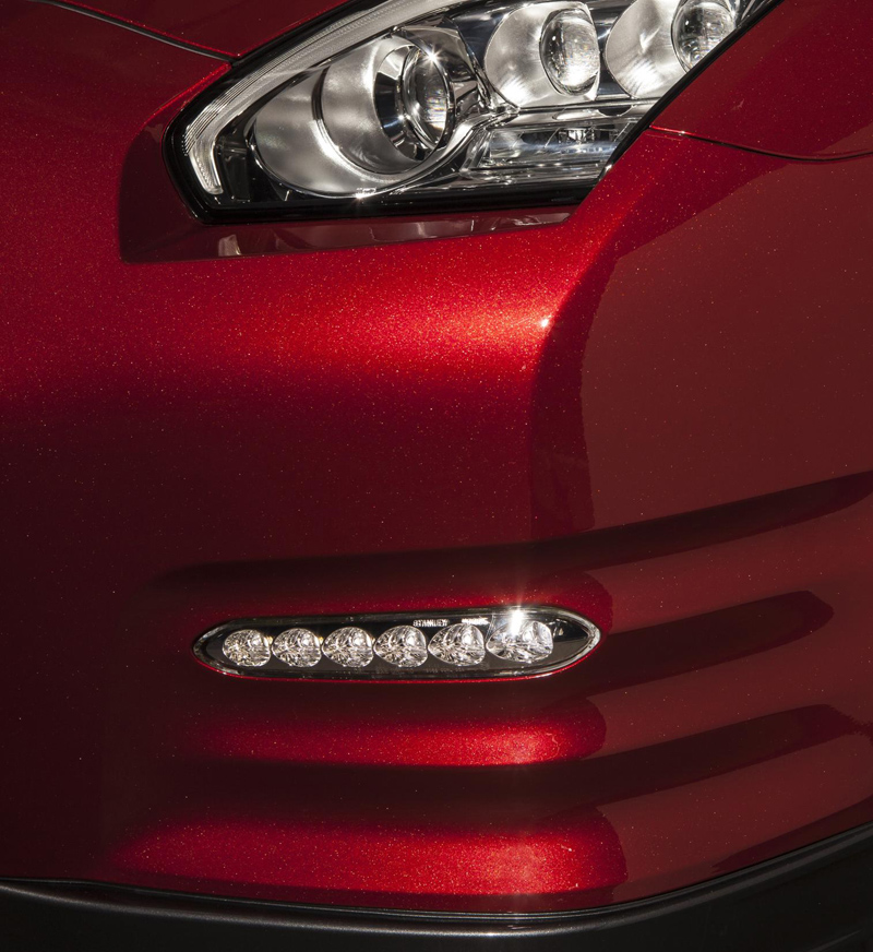 Nissan-GT-R-headlights