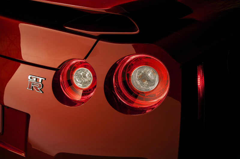 Nissan-GT-R-tail-lights