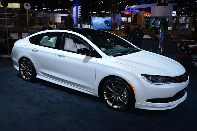 Chrysler-200-in-white