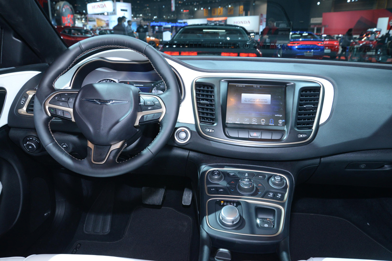 Chrysler-200-interior