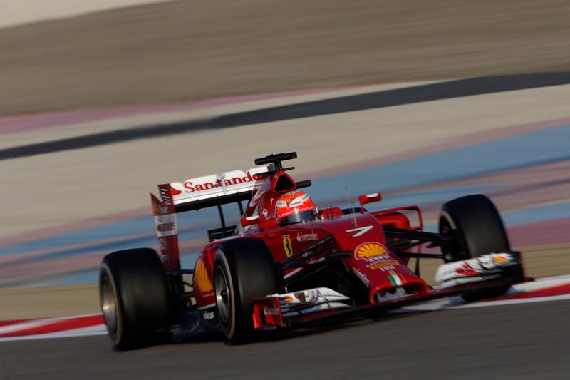 Kimi-Raikkonen-(Ferrari)-on-track