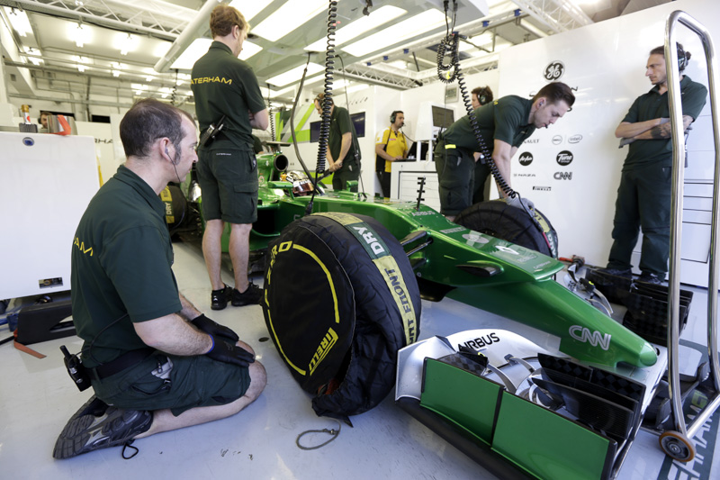 Tyre warmers on a Caterham F1 car