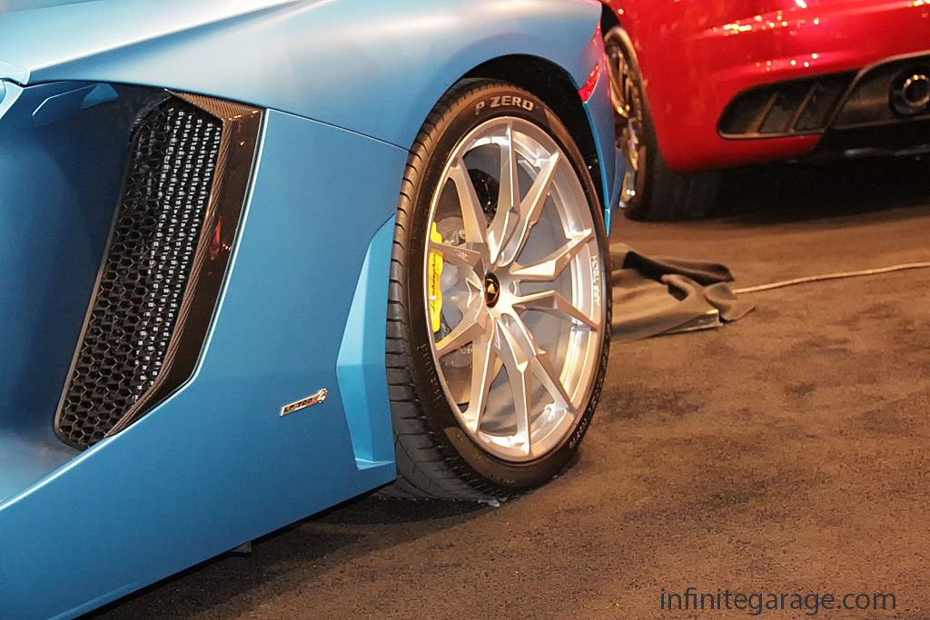 Aventador-rear-wheel