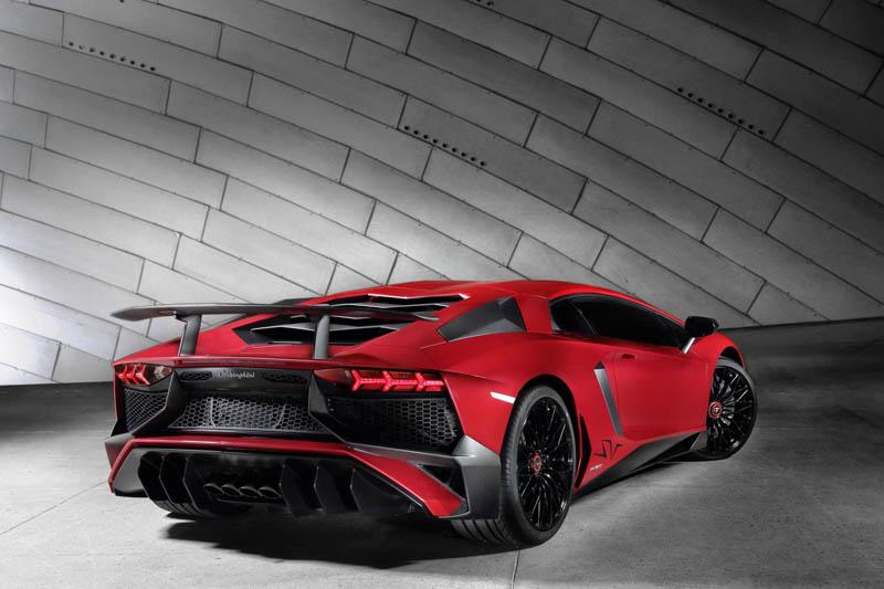 312383_Lamborghini Aventador LP 750-4 Superveloce_3-4 Rear