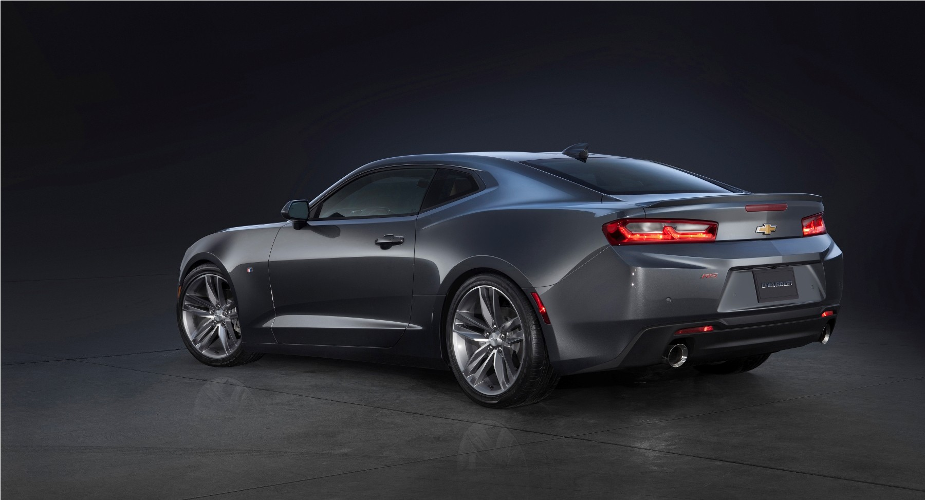 2016-chevrolet-camaro-world-debut-2016-camaro-ss-rear